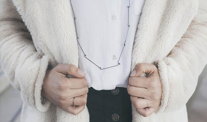 colgante-plata-hecho-a-mano-con-modelo