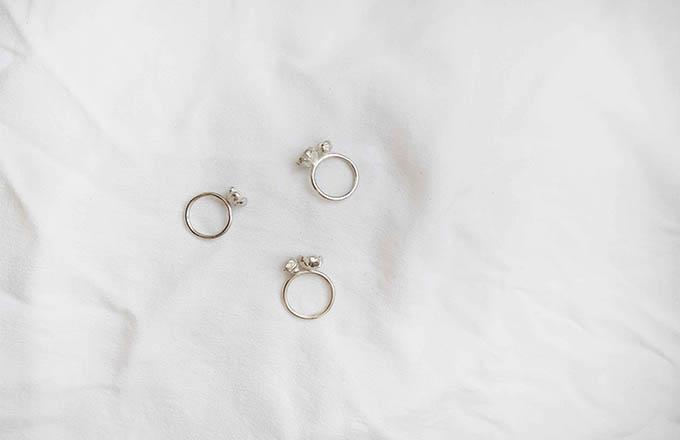 anillos de plata con flores