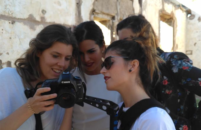 El equipo observando las primeras fotografías