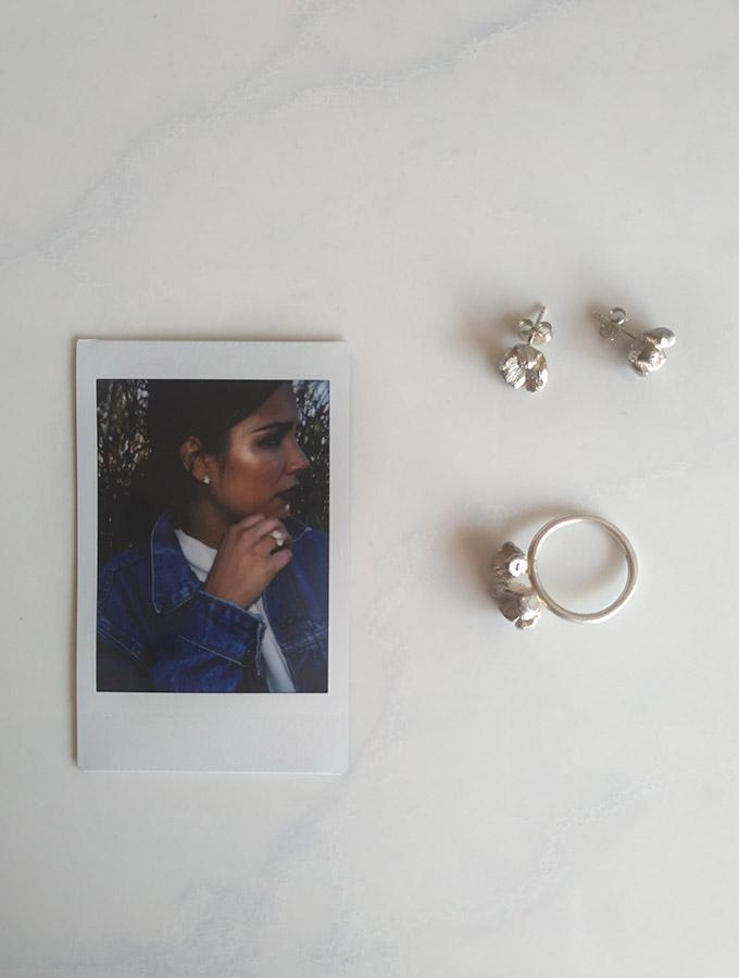 Claudia Longarte y joyas de la colección Flora