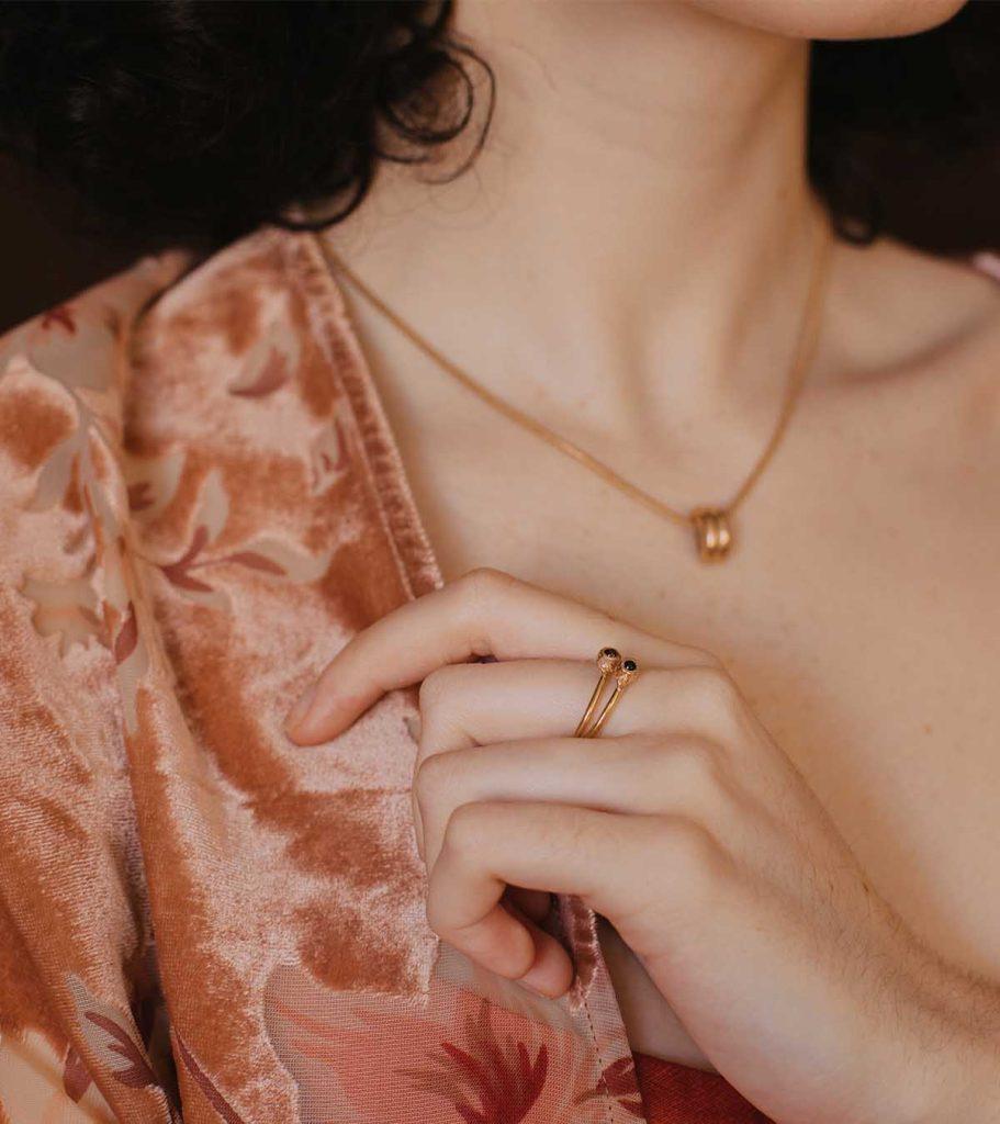 gabrielle anillo piedra oro