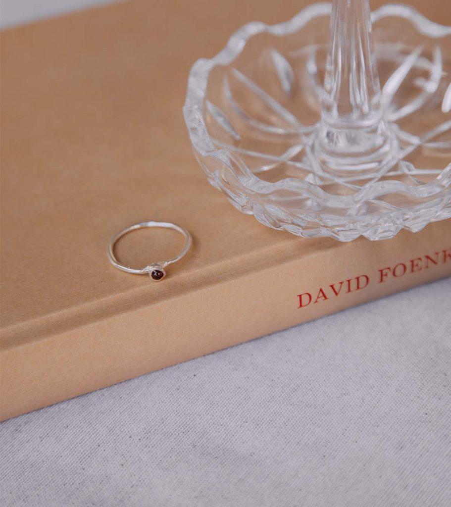 gabrielle anillo plata granate joya