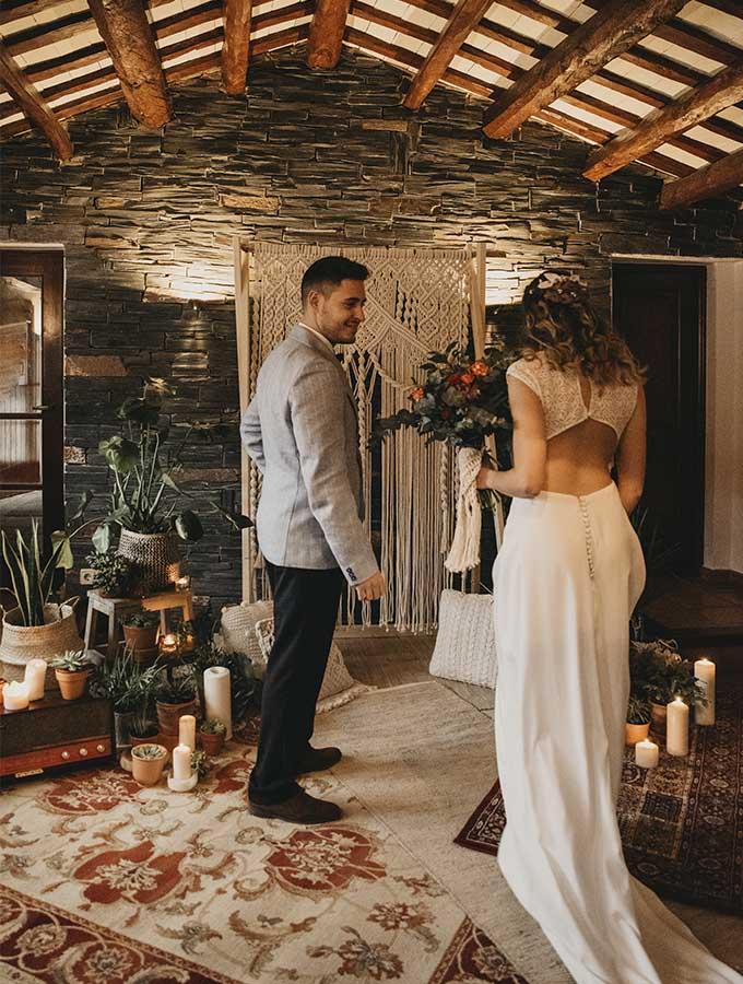 pareja de boda boho chic