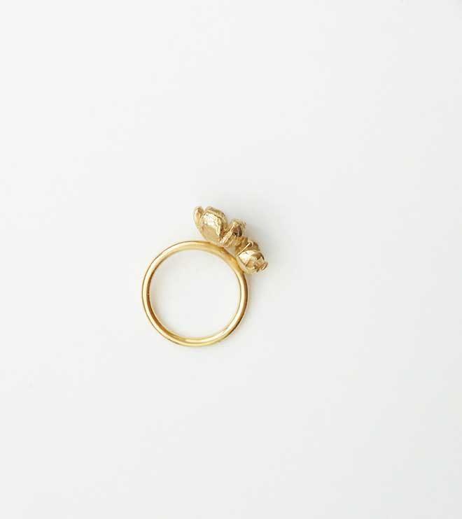 anillo dos flores irregulares oro