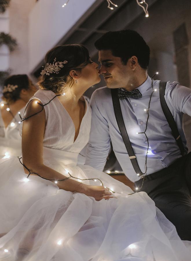 masia can dansa novios con luces