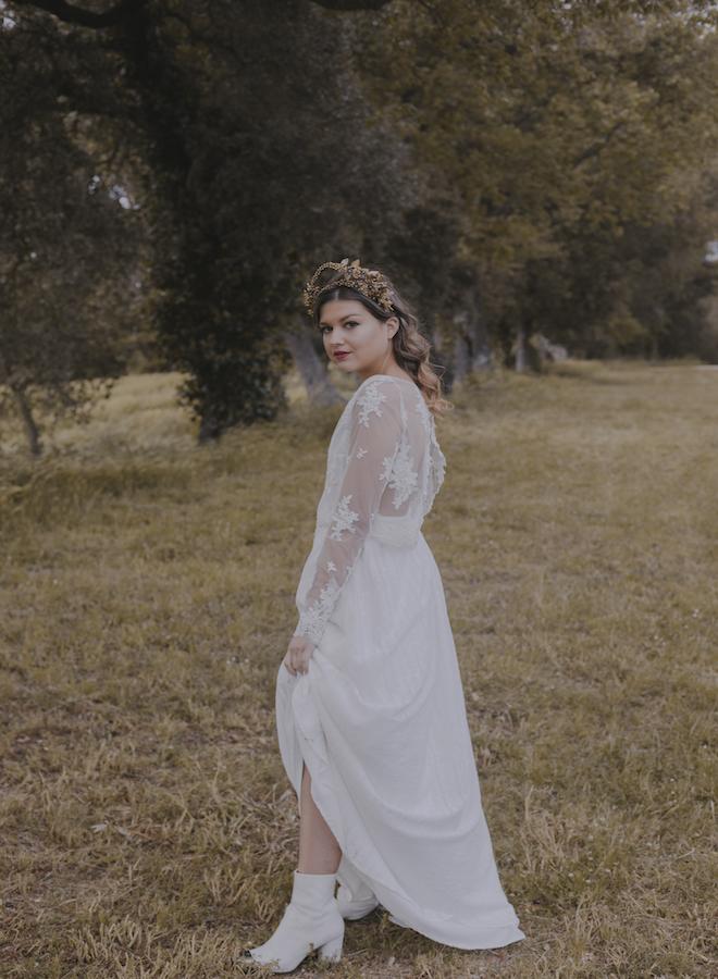 novia rockera con botas en su boda campestre