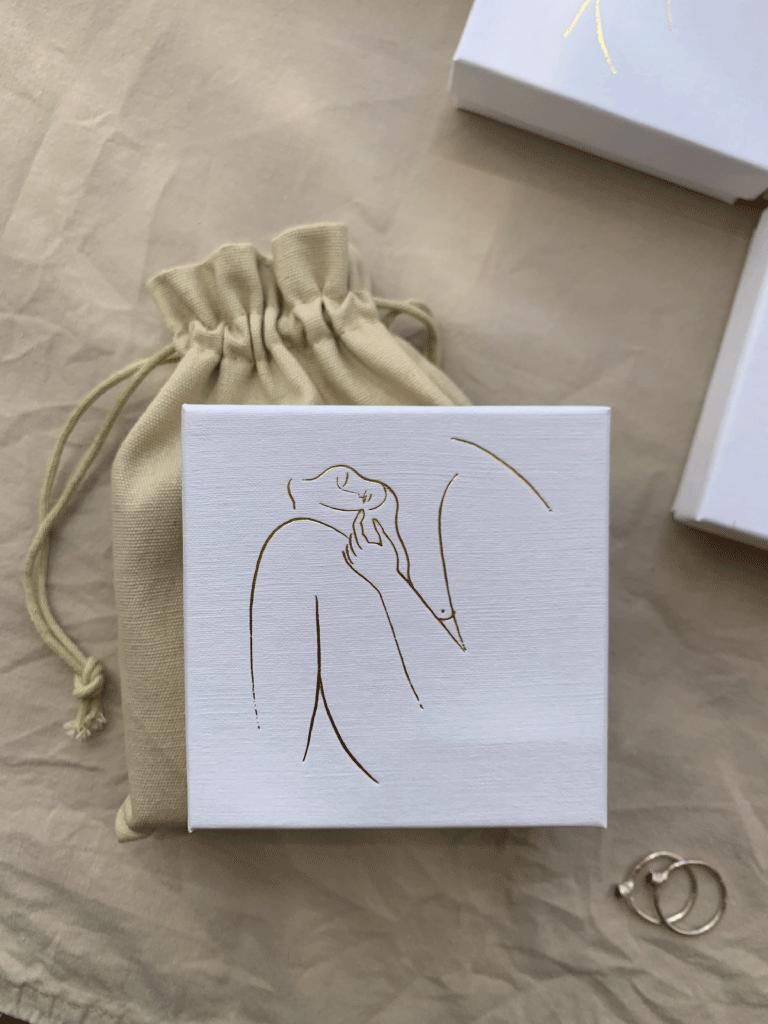 Caja de joya Laia Ossorio con bolsa de lino