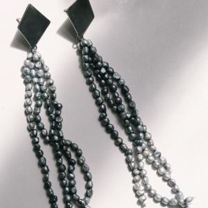 Pednientes romboidales de perlas grises