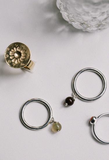 Anillos artesanales de la marca Laia Ossorio en plata