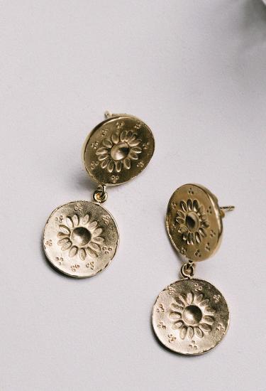 Pendientes Margarita en plata con un chapado en oro de ley realizados artesanalmente